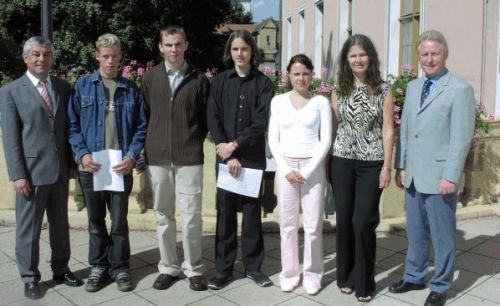Landkreis bildet 76 junge Leute aus