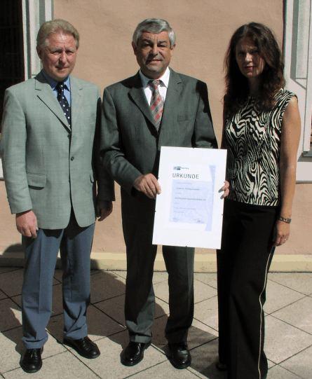 IHK würdigt gute Ausbildung im Landratsamt mit Urkunde